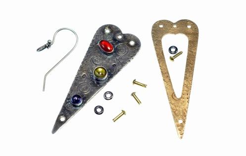 Metal Work - Narrow Hearts - Earring - Dismantled